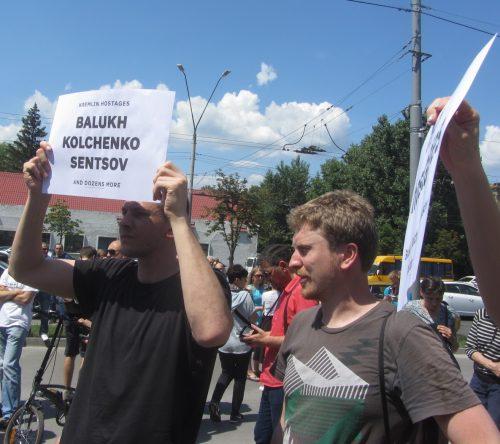 Акція Фрі Сенцов під посольством РФ в Києві - фото 7