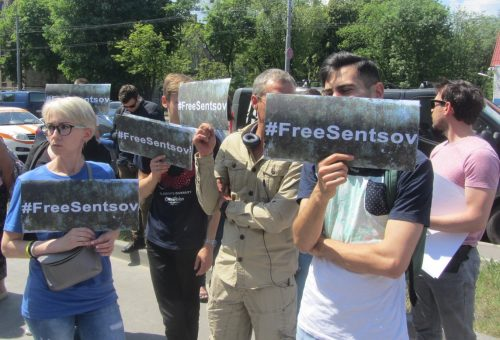 Акція Фрі Сенцов під посольством РФ в Києві - фото 8