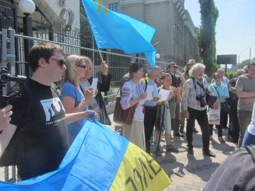 Акція Фрі Сенцов під посольством РФ в Києві - фото 13