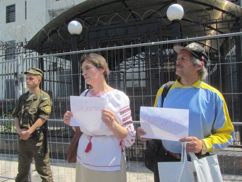 Акція Фрі Сенцов під посольством РФ в Києві - фото 3
